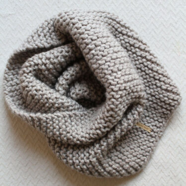 Oversized cowl knitting pattern by Moloneymakes