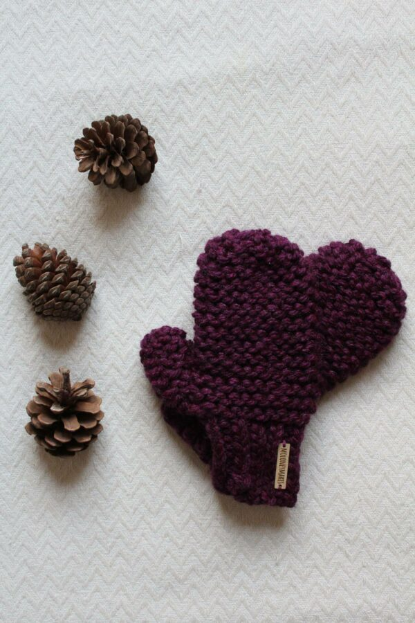 Lila mittens by Moloneymakes