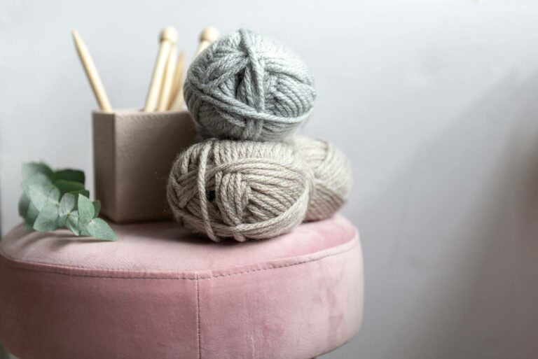 Moloneymakes Super Chunky Knitting. Bamboo Knitting Needles and Vegan Yarn