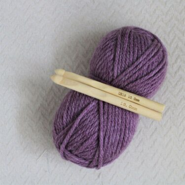10mm and 12mm crochet hook and super chunky yarn in bramble